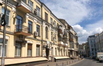 Продажа кирпичного гаража 42 кв.м. на Подоле, ул.Притисско-Никольская 2, Киев